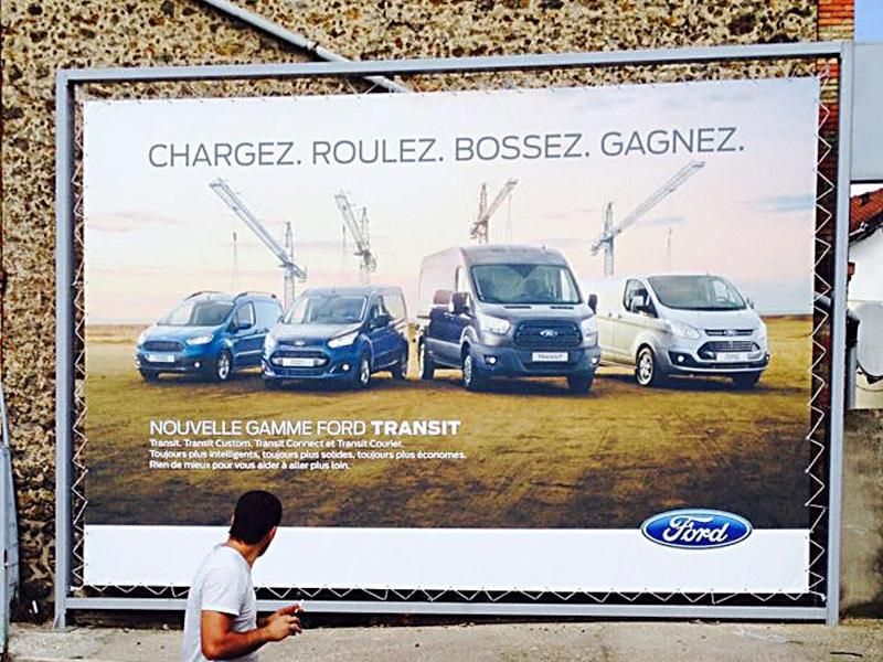 campagne d'affichage 4x4 en adhésif